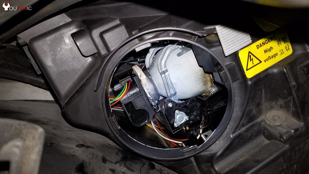 remove cap from headlight to replace mercedes hid ballast