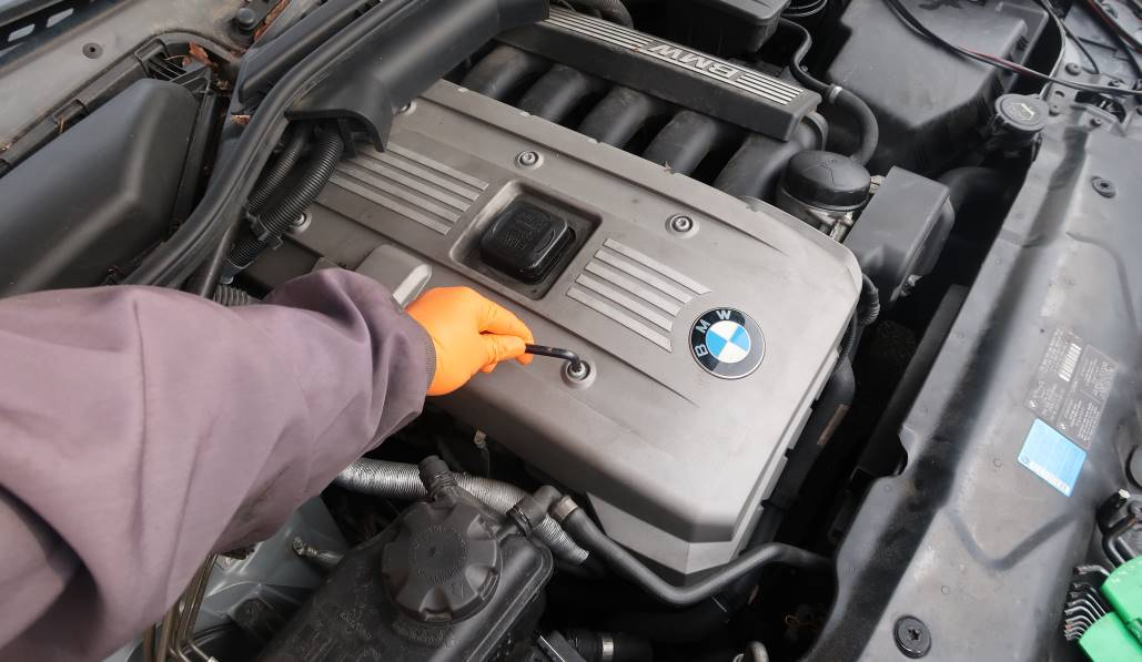 how to remove bmw engine cover